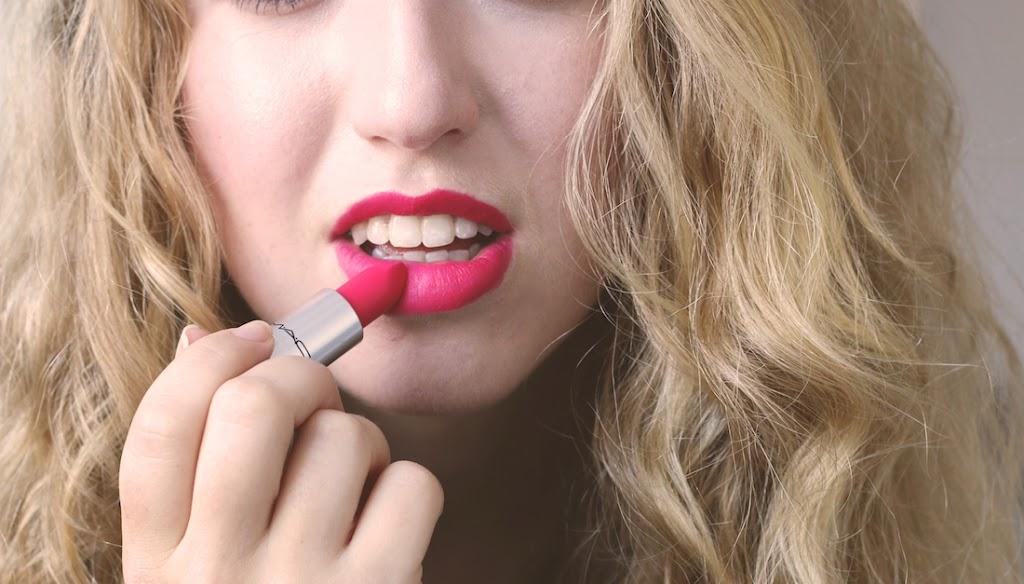 Preferenza REVIEW: MAC RELENTLESSLY RED LIPSTICK - Lily Like BG71