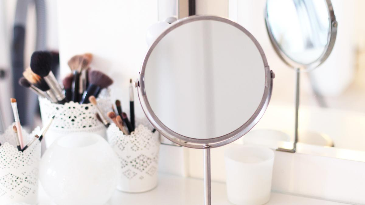 HOW TO | The Perfect Make-Up Vanity
