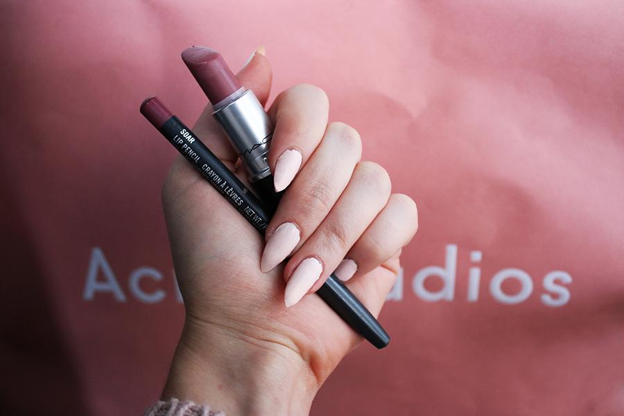 My favorite mac lip pencil lipstick combinations lily like for Mac cosmetics diva lipstick