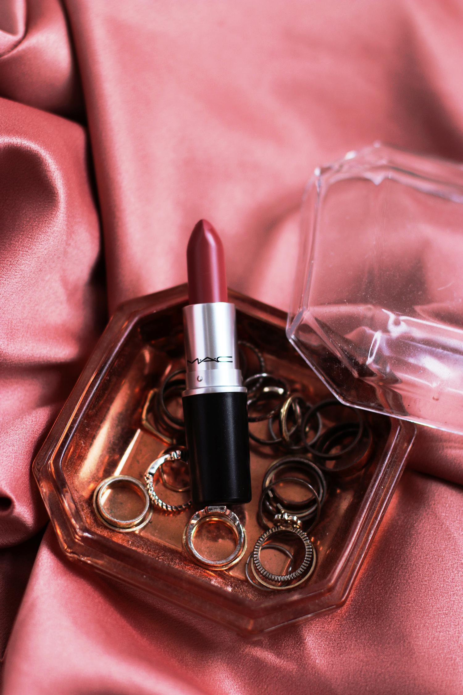 MAC Mehr Lipstick - Lily Like