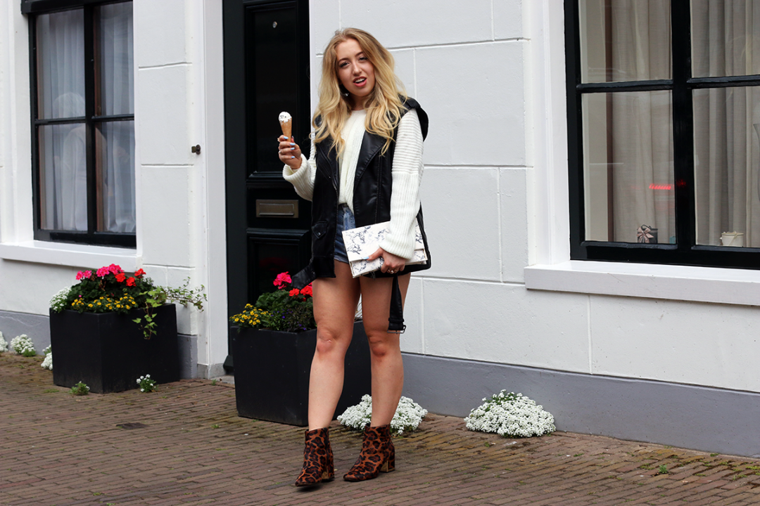 OUTFIT OF THE DAY | Oversized Sweater + Denim Shorts