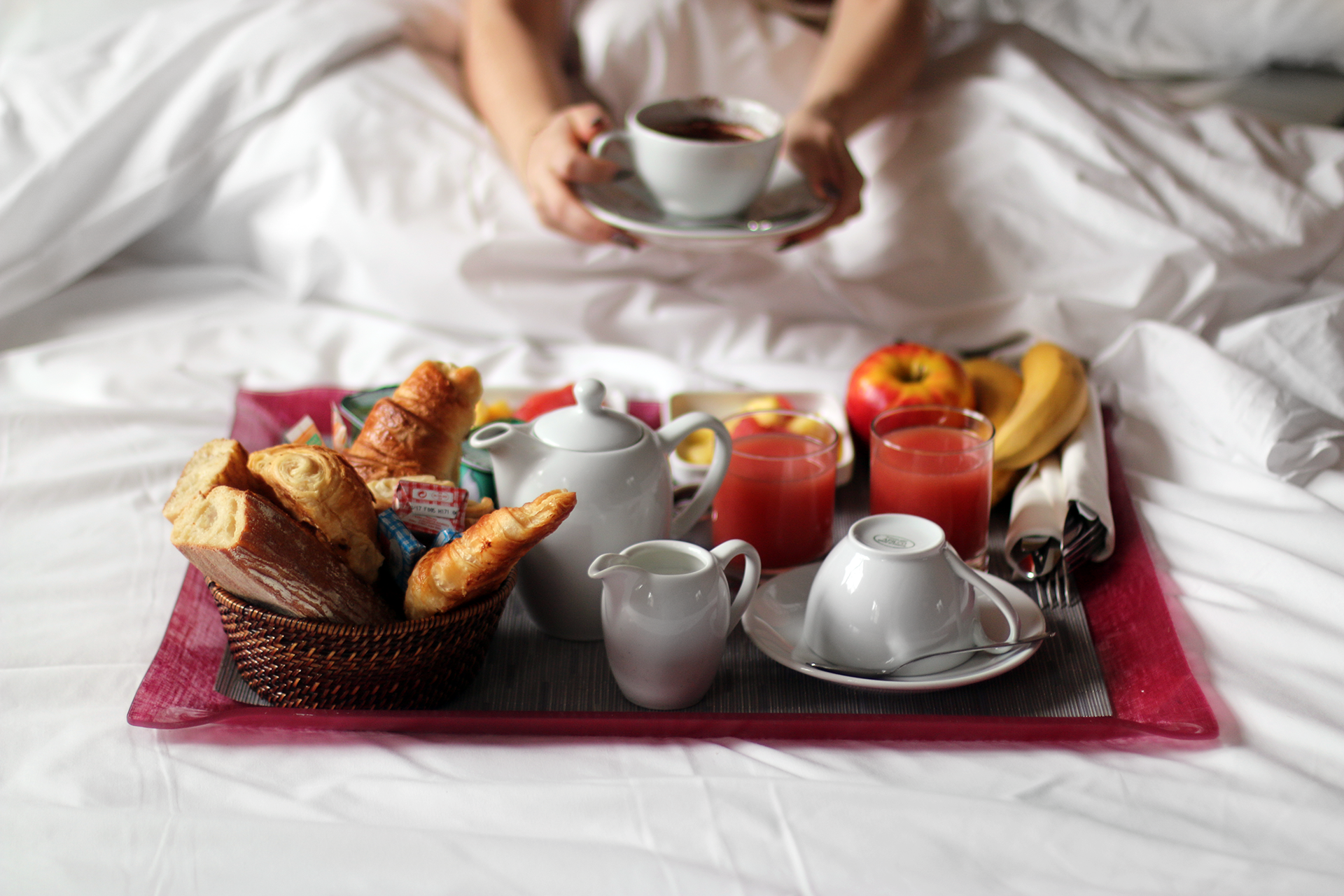 Breakfast in bed in paris lily like for How to buy a bed and breakfast