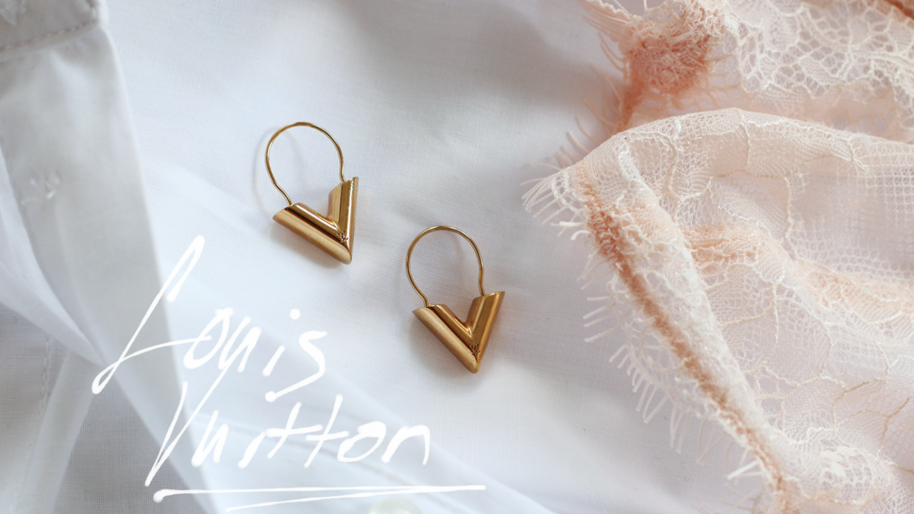 Louis Vuitton Essential V Hoops Earrings
