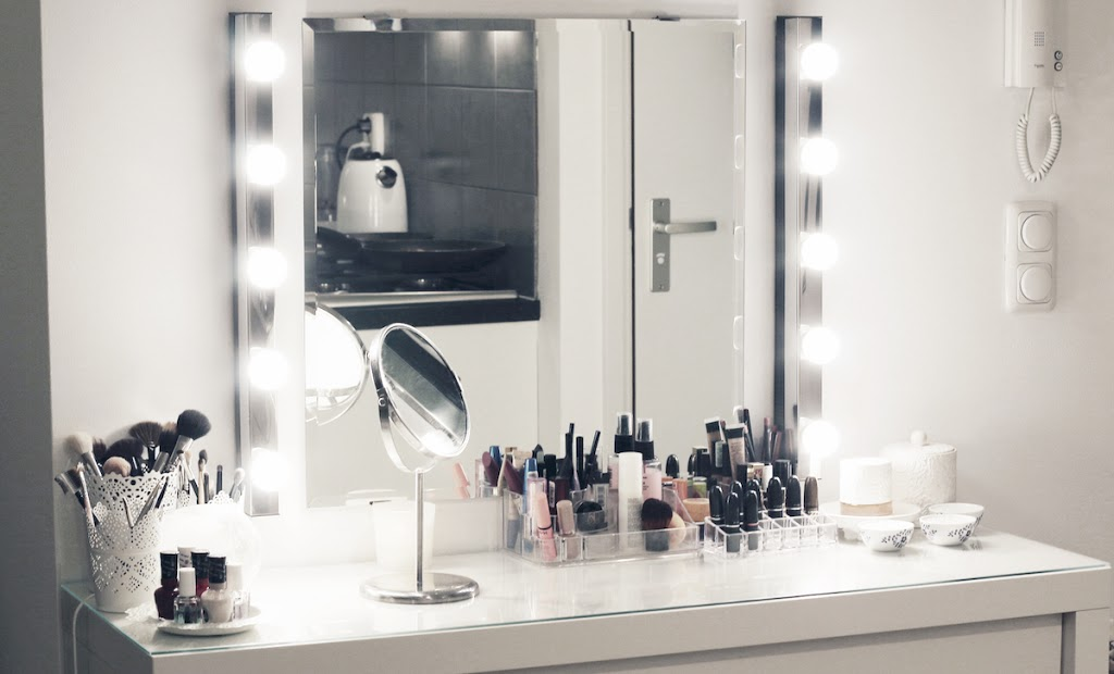My New Make Up Vanity Lily Like