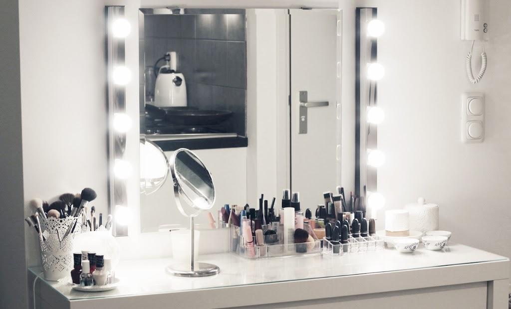my new make up vanity lily like. Black Bedroom Furniture Sets. Home Design Ideas