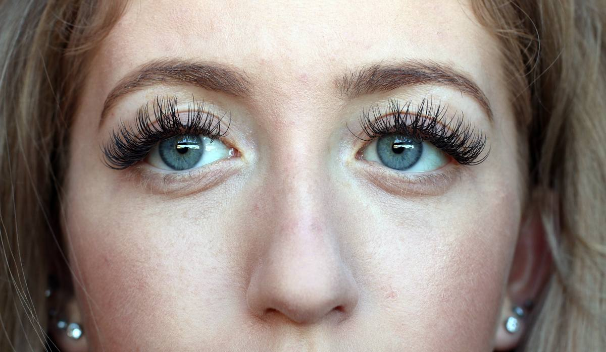 MY NEW LASH EXTENSIONS - Lily Like