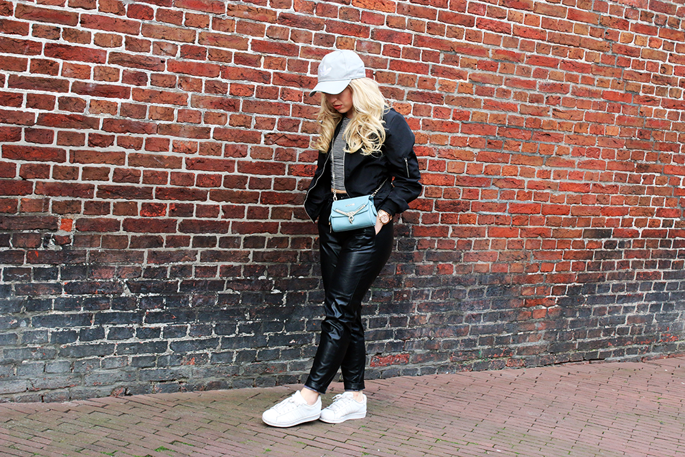 OUTFIT OF THE DAY | White Adidas Sneakers Lily Like