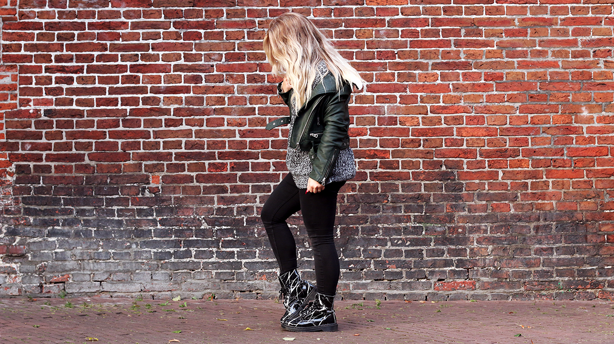 OUTFIT OF THE DAY | Emerald Green Jacket + Icy Blonde Hair