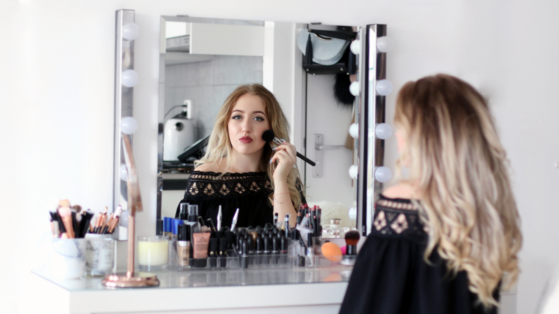My Make-Up Collection & Make-Up Vanity Tour